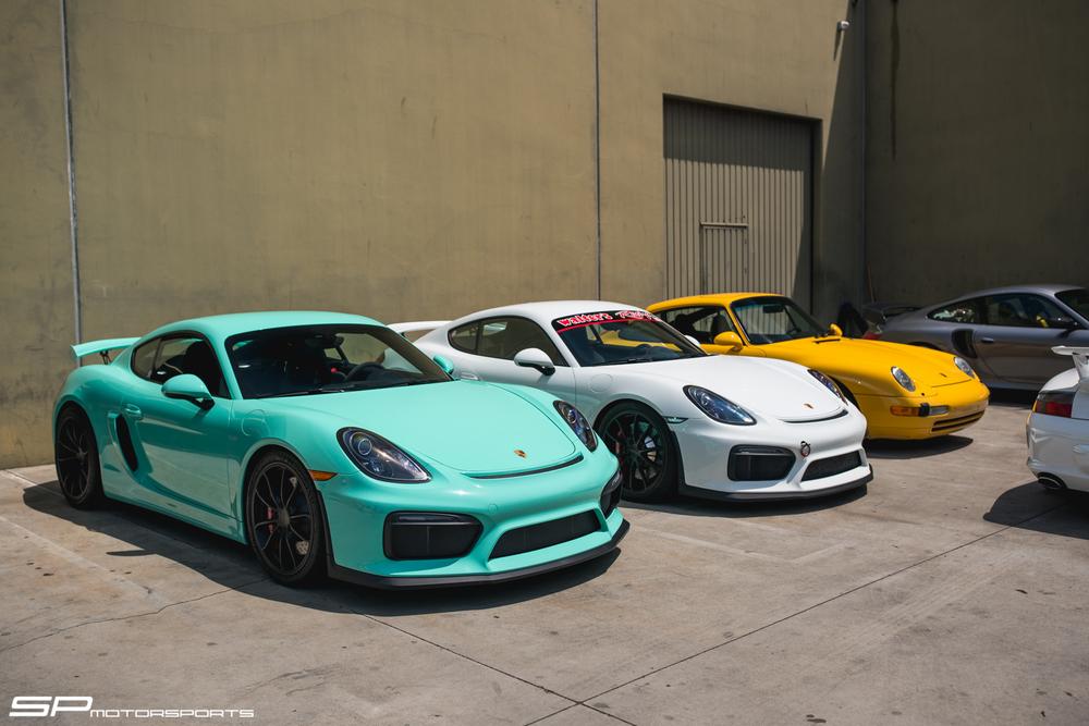 GT4s alongside a 993