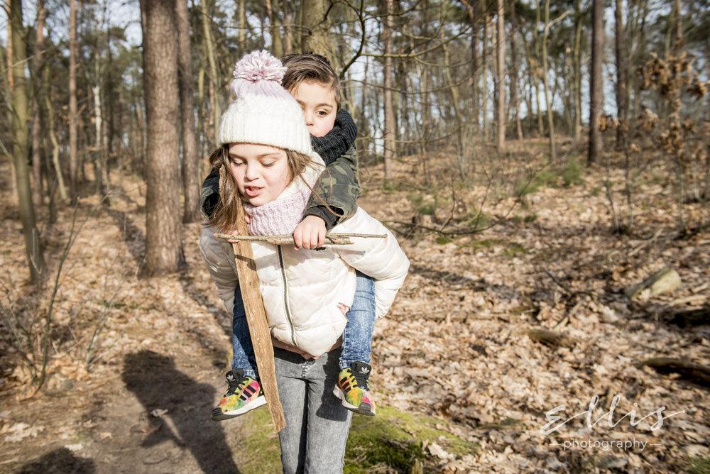Ongedwongen kinder fotografie in de natuur. Ellis Peeters Photography