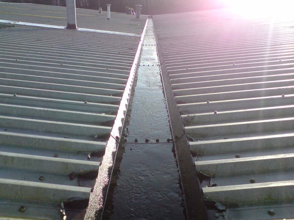 Commercial Gutter Cleaning 1.jpg