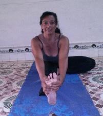 Dora Esther Alayo Vargas  Maestra de Yoga Registrada y Certificada por Yoga Alliance RYT200. tlf.Movil: (+53) 52610691 , email: doralayo@nauta.cu. Clases: Podemos acordar el lugar en Holguín. Cuba. Horario de 9:30-11 am.  Imparto clases de Yoga para alumnos principiantes e intermedios, utilizo el yoga para mejorar la calidad de vida .