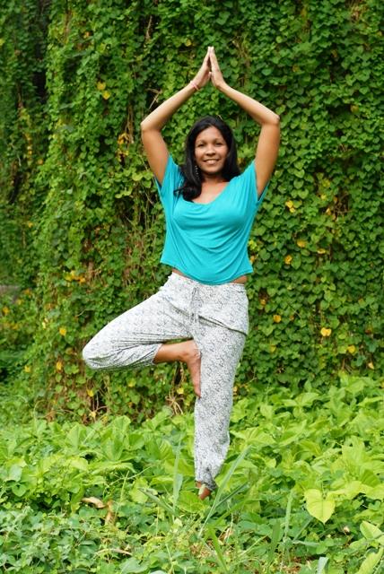 """Liskeny Cascare Fonseca  Maestra de Yoga Registrada y Certificada por Yoga Alliance RYT200.                        tlf.Movil: 53886613 email : liskeny@gmail.cu Clases : Lunes y Miercoles 5/7 pm Parque Almendares """"Yoga Naturaleza""""                    Martes y Viernes 5:30/7:30 pm Azotea en Centro Habana """" Yoga y Ciudad"""""""