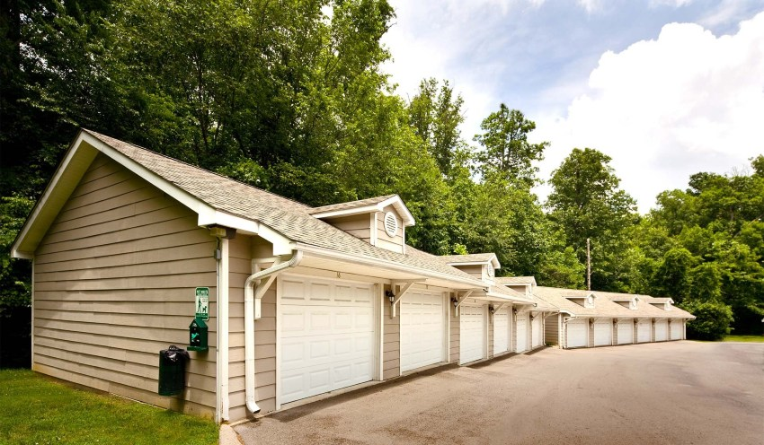 Garages in the neighborhood of Bellevue in Nashville TN