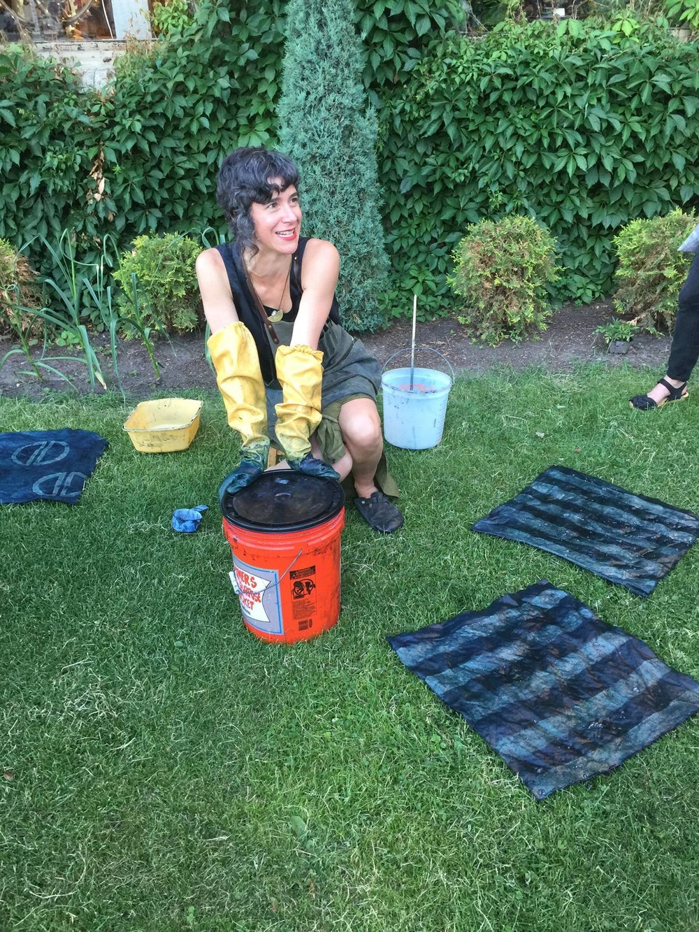 Annabella Sardelis of INDIGO & SNOW teaching an Indigo Dyeing Class at Khazana