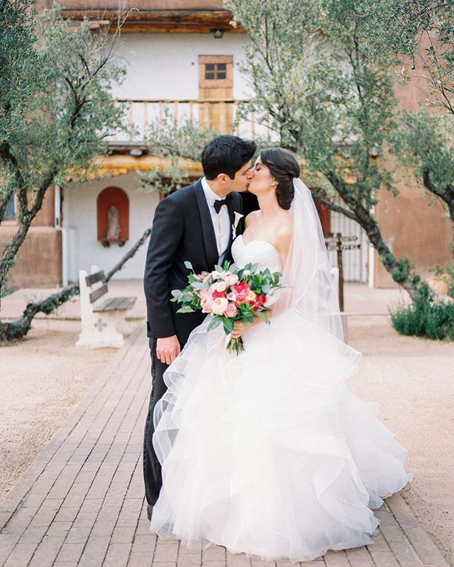 Spring has sprung and we are so excited to start wedding season in Tucson!!! Calling all sweethearts - it's not too late to book last-minute à la carte Planning help or a Day-Of Coordinator for your upcoming wedding. Let's do this! 🥂🌷👰🏻🤵🏻 . . . . . . @betsyandjohnphoto @petalspetalspetals @blacksheepfilmworks @hvhartists #tucsonweddingplanner #destinationweddingplanner #blacktiewedding #tucsonwedding #springwedding #desertwedding