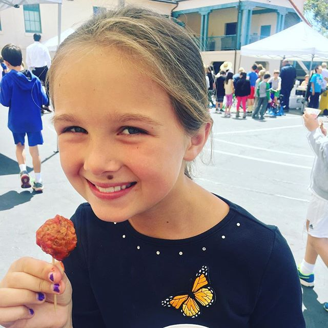 School's out!  We'll take our meatballs to go! 🎉🎊#plantbased #meatballs #hungryplanetsausage #hungryplanetfoundation . . . #cleanprotein #meatball #plantprotein #nomnom #snacks
