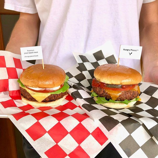 Add a little @followyourheart cheese and veganaise and make it a Sunday Funday!#plantbasedburger #hungryplanetbeef #sundayfunday . . #burger #burgers #followyourheart #burgergram #instaburger #cheeseburger #plantbased #plantprotein