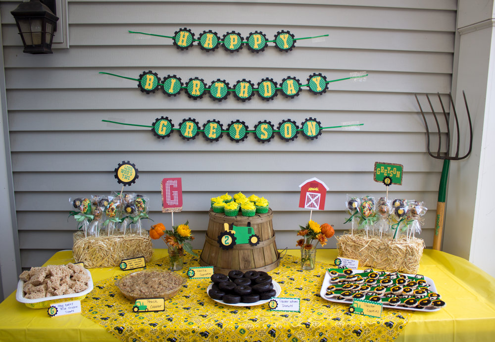 I Purchased Mini Hay Bales At Walmart Joanns Had Them Too But They Were Sold Out And Used To Hold My Crazy Cake Pops