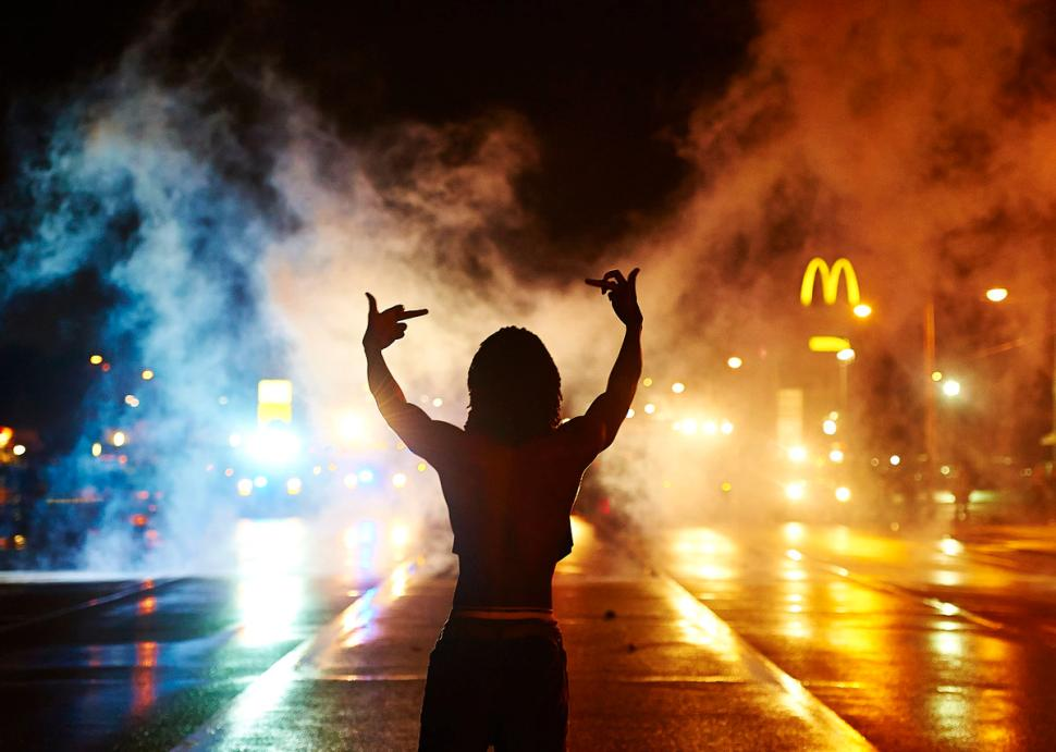 demonstrators-defy-curfew-ferguson.jpg