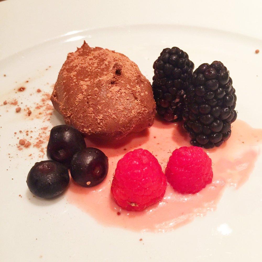 chocolate-cake-berries.JPG
