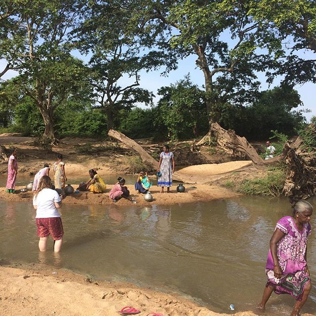 Yesterday we spent time with a group of women, who were collecting water for their families. They come to this river at least 3 times a day and carry heavy jars back to their homes. @nazcompassion and @thejustmove is partnering with this community to increase access to clean water and sanitation, and empower them to make a change. Community development means coming alongside people, hearing their story and being on the journey of transformation together. This is compassion in action!💧 #thejustmove