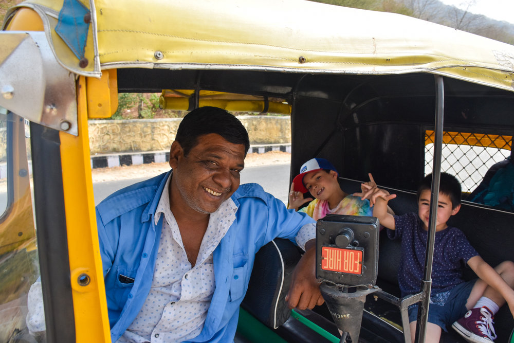 tuk tuk driver india jaipur