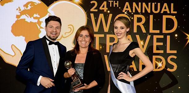 葡萄牙国家旅游局局长路易斯·阿劳霍先生和葡萄牙旅游部副部长安娜·门德斯·戈迪尼奥女士