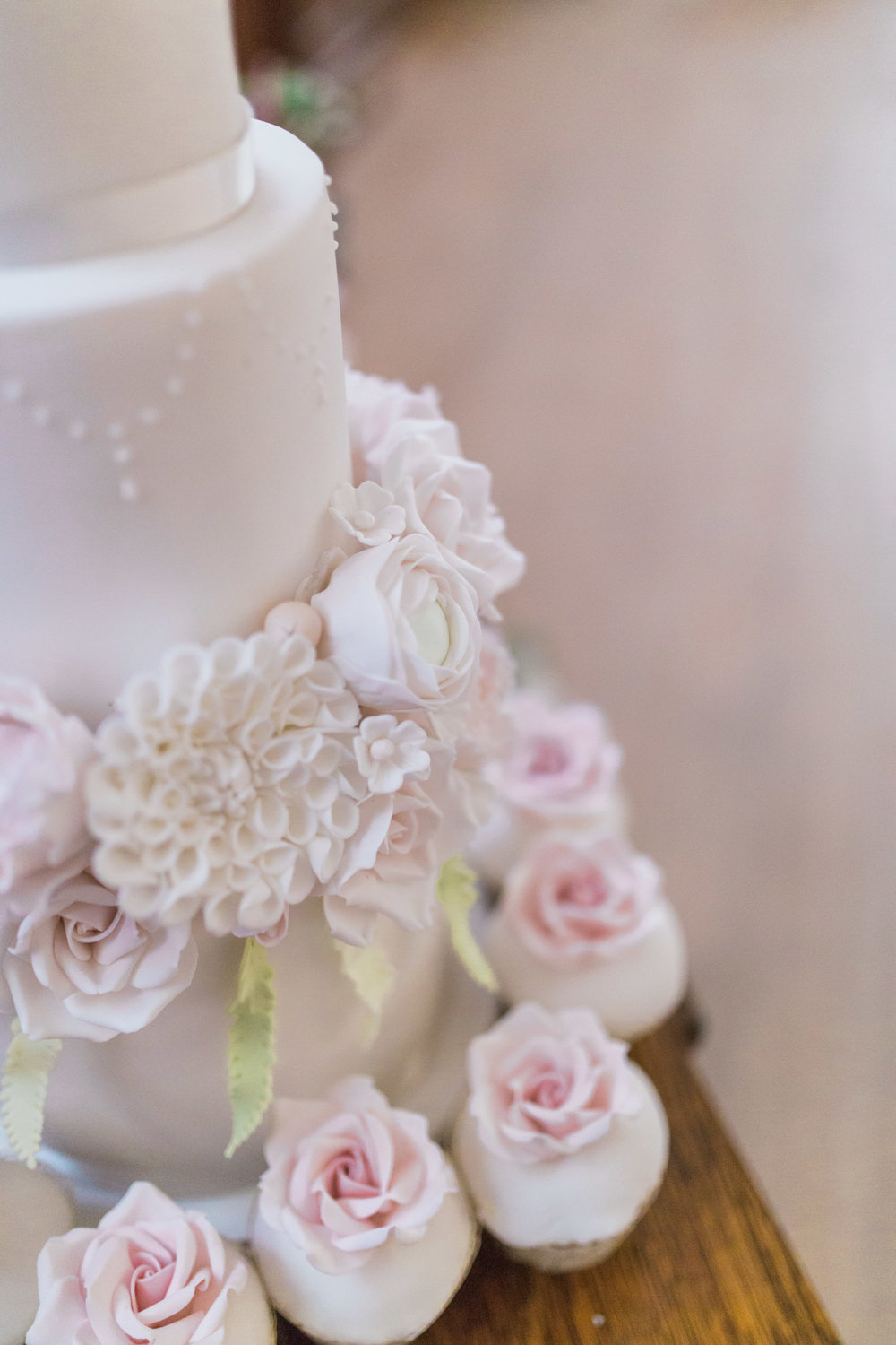 There was some subtle royal icing detail work on the tiers just to give the eye a little some extra to catch! The cake was surrounded by luxury domed cupakes, each with an individual sugar rose and a beautiful lacey wrapper.
