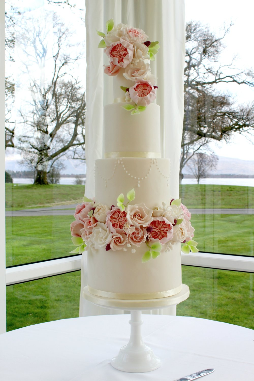 scotland's leading designer of luxury high end wedding cakes - rosewood cakes