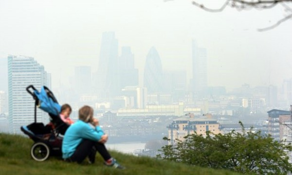 Photo 03: The view from Greenwich in London as pollution hangs over the city. Source.