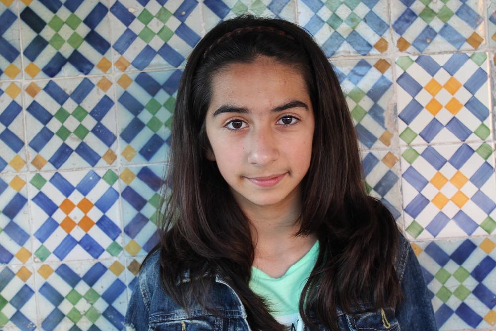 A Sylvia tem 12 anos e anda no sétimo anos no Colégio Moderno em Lisboa. Ela e o irmão mais velho, Arthur, nasceram em Portugal, mas os pais são da Arménia.