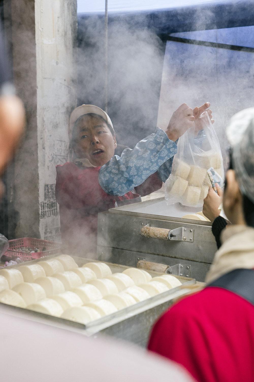 suzhou_market_mantou_steamed_buns