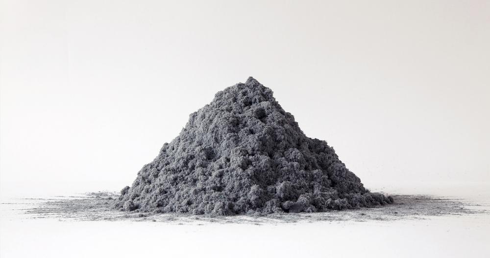"""Jérémie Bennequin, """"Mo(n)t, Le Côté de Guermantes"""", poussière de gomme à encre, cendre du temps perdu à effacer la Recherche proustienne, 2011"""
