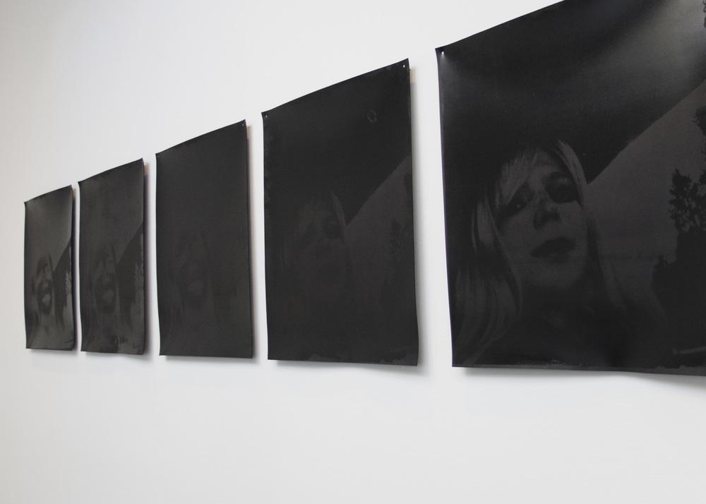 """Myriam Ziehli, vue d'exposition """"La vengeance de Mathilde"""", de la série """"Sins and Miracles, sérigraphie, 2013"""