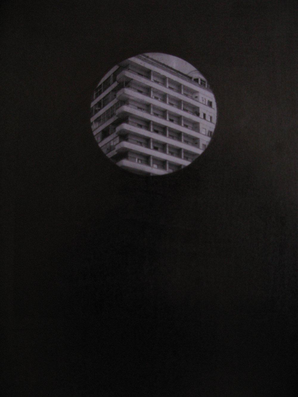 Jean-Christophe Norman,de la série «Trou noir»,graphite sur impression,29,7×42 cm, 2011. Courtesy Galerie C