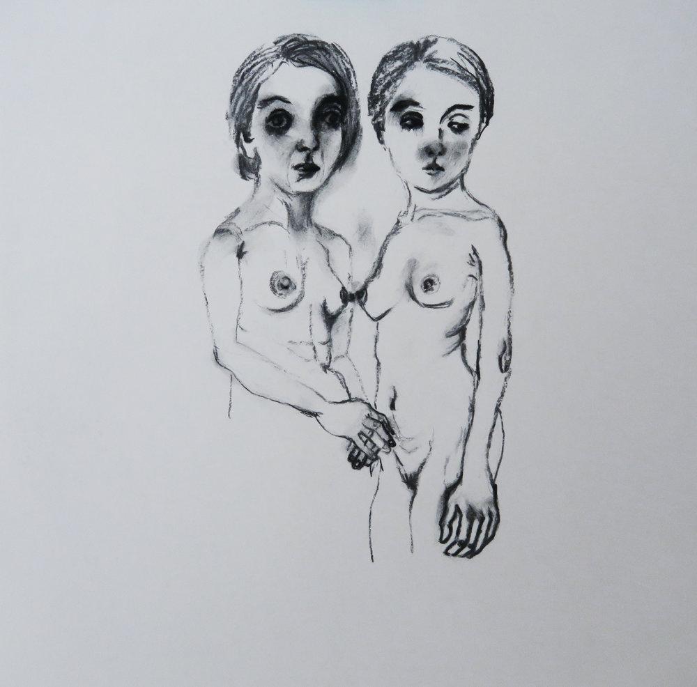 """Ayako David Kawauchi, """"mère et fille"""", fusain et pierre noir sur papier, 40x40 cm, 2018."""