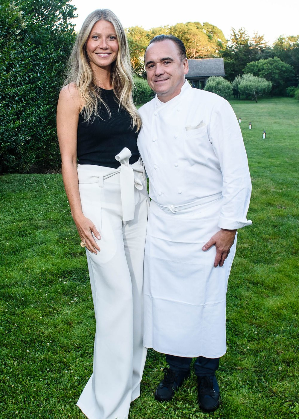 19.07.2018_hosts_intimate_dinner_at_her_hamptons_home_2.jpg