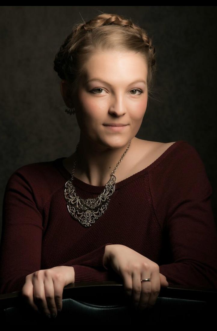 Mikayla Tjeerdsma headshot-2.jpg