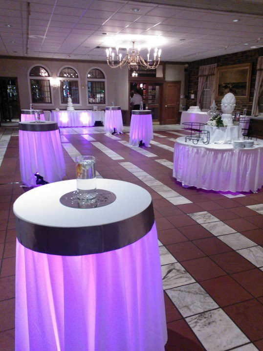 Beau Add Up Lighting Underneath Each Table To Really Impress Your Guests! We  Also Have 6u0027 Folding Tables Perfect For A Gift Table, Cake Table And More!