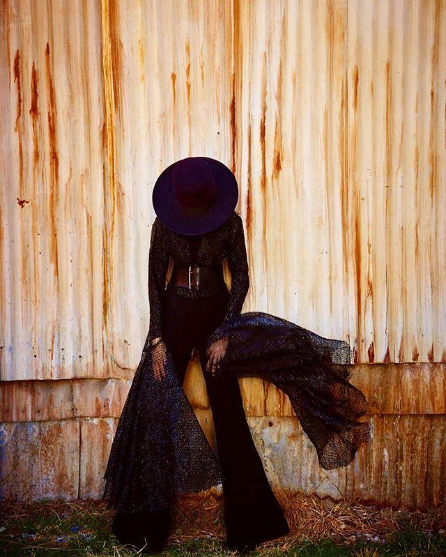 #DianeKeaton  @dianekeaton.official by 📷 @ruvenafanador |  Makeup 💄 @collierstrong | Hair 💇 @jillcrosbyhair | set design @ronzakhar  @olga.piedrahita  @daniellelafaurie | produced by @kimlansillprod @klansill @sarahlaird_goodco  #inspiration #legends #love #RuvenAfanador #sarahlaird