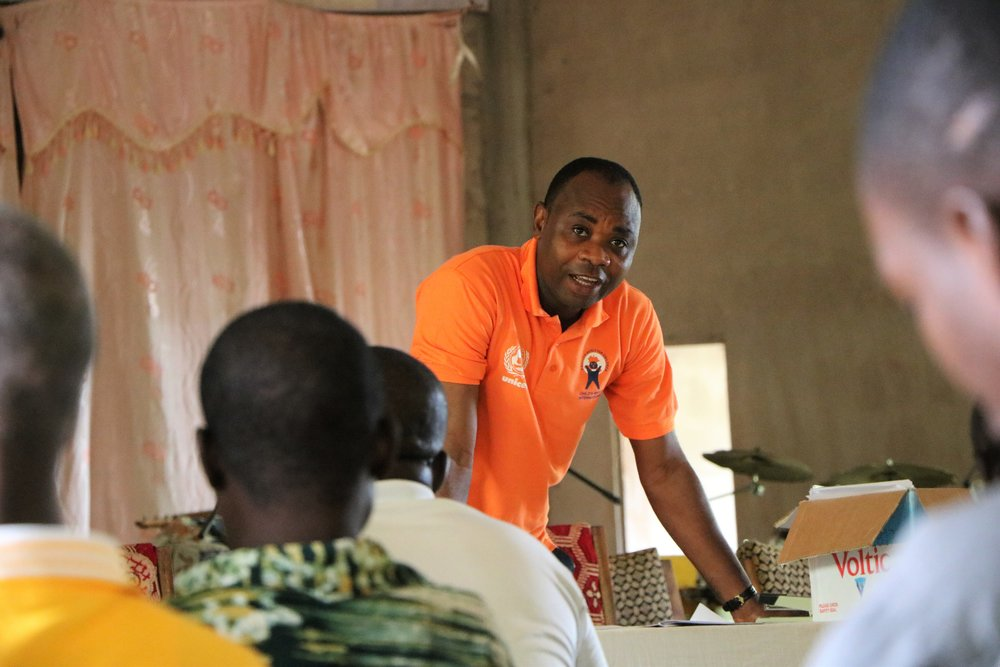 Child Rights International Executive Direction Mr. Bright Appiah presents findings from tools 1 and 2 in Sankori as part of a series of community meetings Photo by Rebecca Gerster