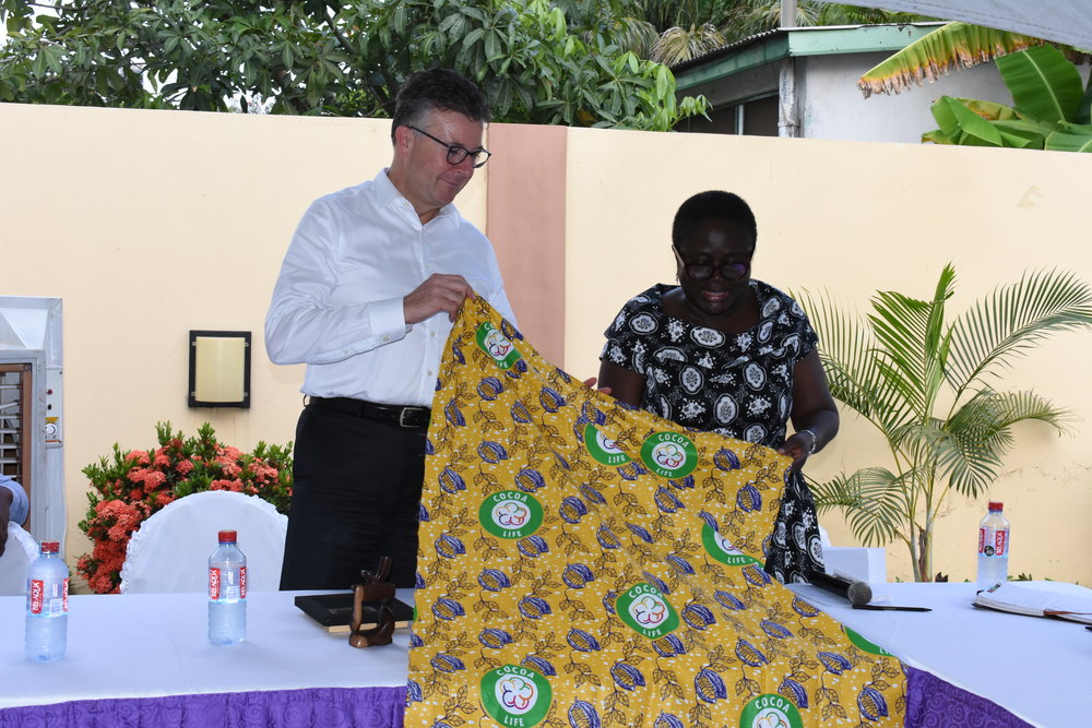 Presentation of gift by Ghana Country Lead, Yaa Peprah Agyeman Amekudzi