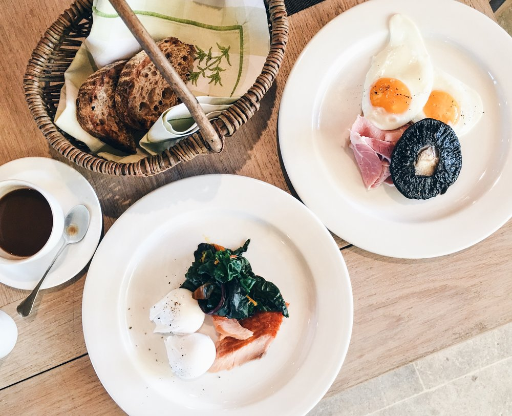 Eggs with smoked salmon, English Breakfast, Thyme, Southrop