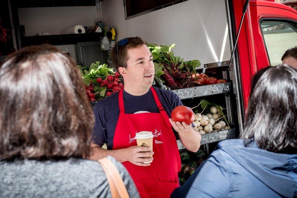 Fredéric, cofondateur et directeur général du Farmers' Truck, est passionné de la communauté et de l'agriculture locale