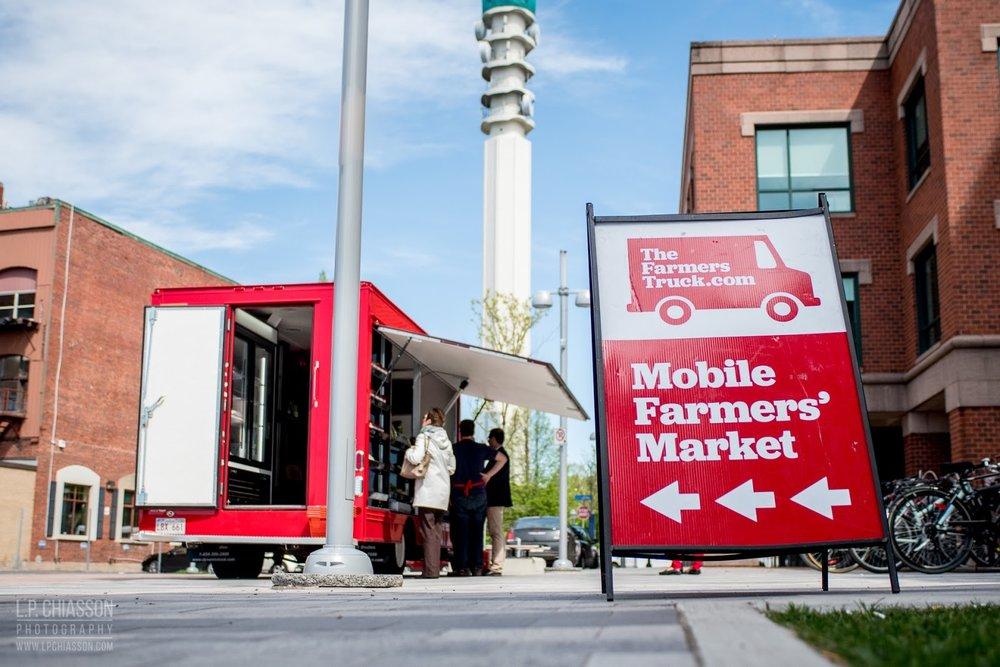 Fredéric soutient trois principaux piliers : innover l'accès à la nourriture locale, célébrer l'héritage et tisser un lien entre les collectivités