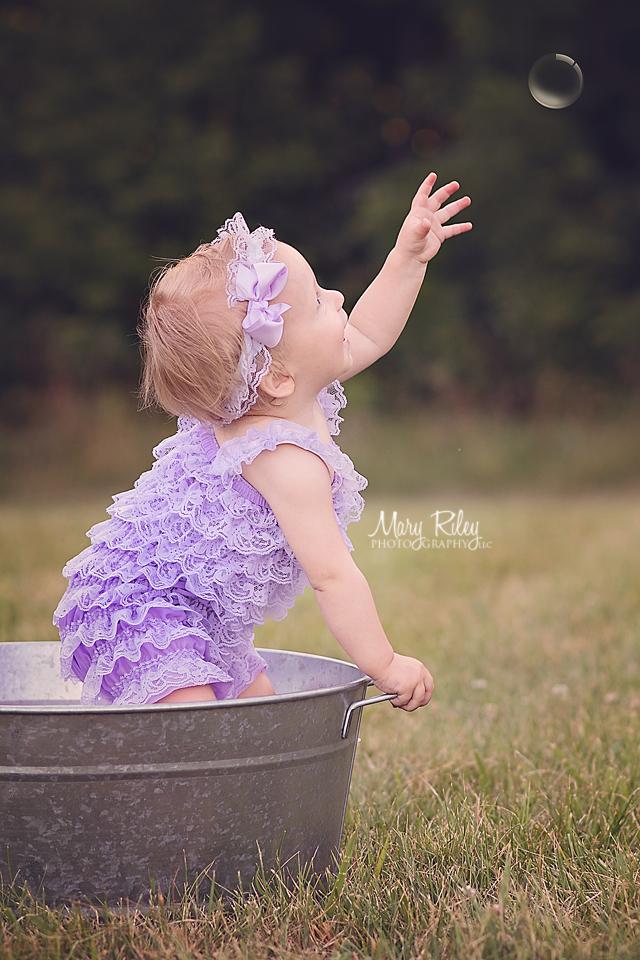 Children Photographer Bubbles Quail Ridge Wentzville Missouri