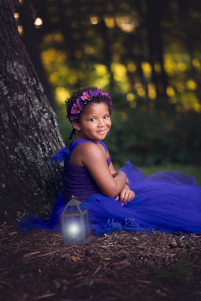 family photographer, lantern, girl, St. Louis, Quail Ridge Park