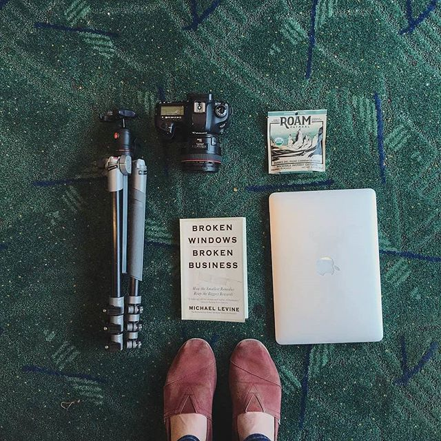 Flying or got a trip coming up? Throw some Roam Oatmeal in your bag while you roam, and have a tasty breakfast that you can make just about anywhere you can find hot water. #wakeupandroam ⠀⠀⠀⠀⠀⠀⠀⠀⠀ Photo: @sarah.eischen ⠀⠀⠀⠀⠀⠀⠀⠀⠀ #pdx #pdxcarpet #flyaway #travelfood #organic #glutenfree #madeinoregon #madeinpdx #exploregon
