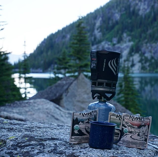 We find the morning hours pretty special. The world feels calm, and you can enjoy your hot coffee and oatmeal with a bit of excitement and anticipation for what the day has in store. #wakeupandroam ⠀⠀⠀⠀⠀⠀⠀⠀⠀ #enchantments #pnw #pnwonderland #camping #backpacking #cascades #colchucklake #packitout #roamoatmeal