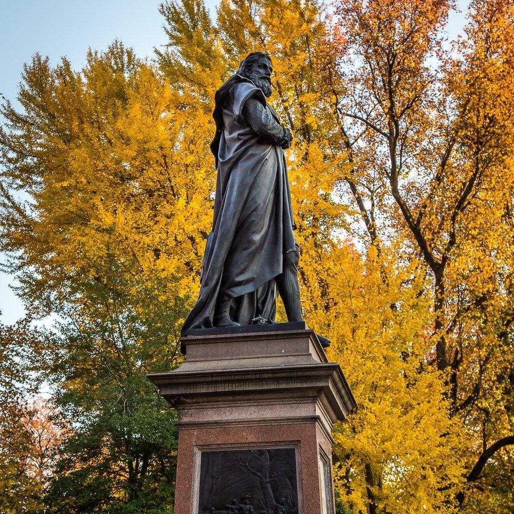 Statue-Columbus 2.jpg