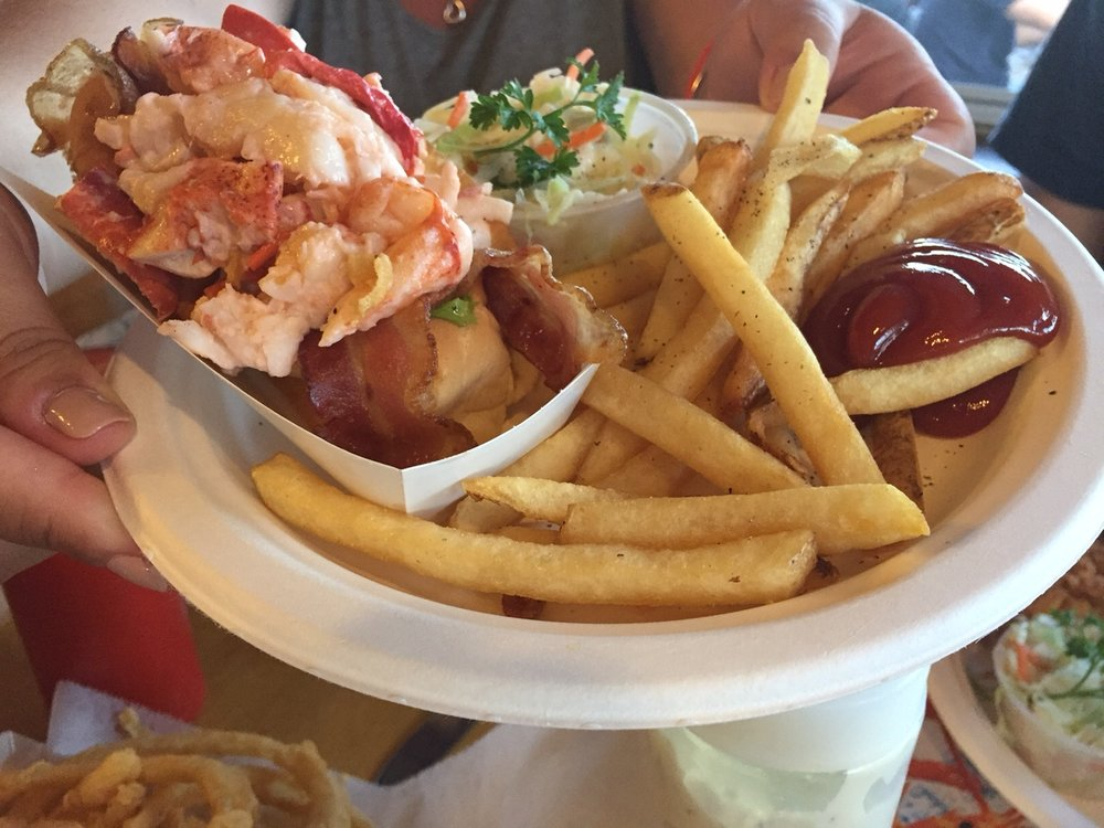 Fisherman's Catch Bacon Lobster Roll