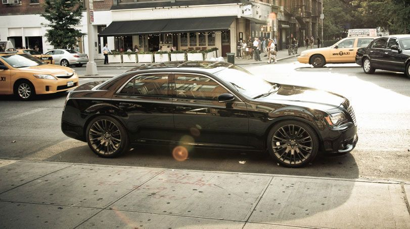 2014-Chrysler-300-John-Varvatos-Luxury-Edition.jpg