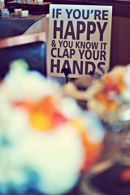 Sign that syas if you are happy and you know it clap your hands
