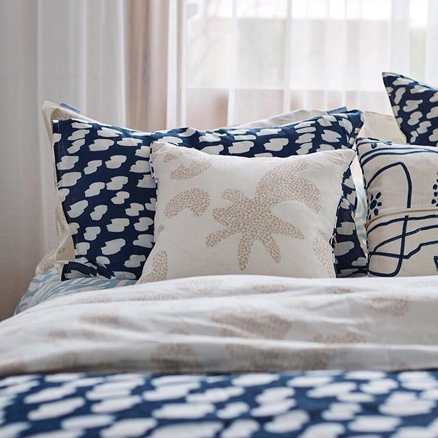 Friday morning vibes. Bring on the weekend plz! #melbournedesign #slowerdawn #linen #bedlinen #textiles #homewares #home #ilovelinen #beachcomber