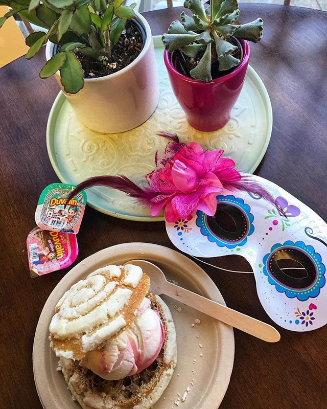 And ice cream and a concha?! Food like these should be appreciated!! 🍦 . . . #Foodie #BestFoodHouston #bestfoodfeed #MexicanSweets #IceCream #dessertporn #FoodPorn #Duvalin #MexicanCandy #Snacks #HoustonStuff #Houston #appreciationpost #Concha
