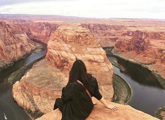 Can I ditch this Houston weather and go to Arizona again? 🤷🏻♀️ . . . #Travel #Arizona ##HorseshoeBend #Hiking #mountains #roadtrips #longago #previoustrip #takemaback #ditchingthisweather #lookoutpoint #traveljunkie #travelblogger #obsessed #theadventure #travelrepost #voyadi #iamtb #instatravel #instagram #vscocam #snapseed