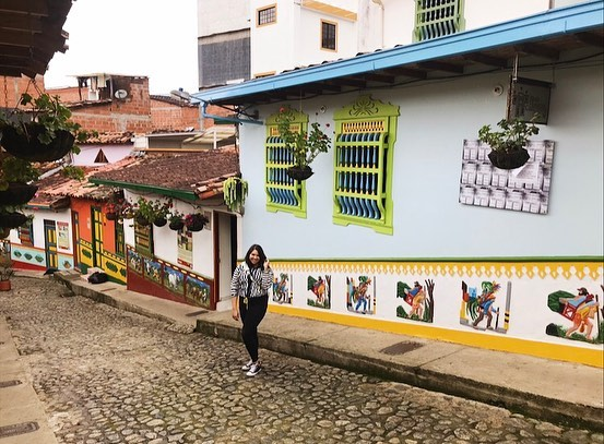 Small towns will forever have my ❤️ . . . #Guatepè #Colombia #Antoquia #antioquiacolombia #SouthAmerica #Travel #myitinerary #instagram #colorfultowns #smalltowns #ColorEverywhere #Cheesy #instatravel #instagood #pose #smile #traveljunkie #Voyadi #iamtb #TravelRepost #whatelse #firstday #daytrip #travelblogger #traveldiary_aroundtheworld #mytraveldiary