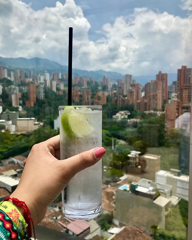 Because Houston is hot and I need one of these right now! 🍸 . . . #TBT #Colombia #Medellin #Views #Rooftopbar #antioquiacolombia #SouthAmerica #TakeMeBack #Drinks #HotWeather #vsco #instatravel #backgrounds #traveljunkie #charleehotelmedellin #EnvyRooftop