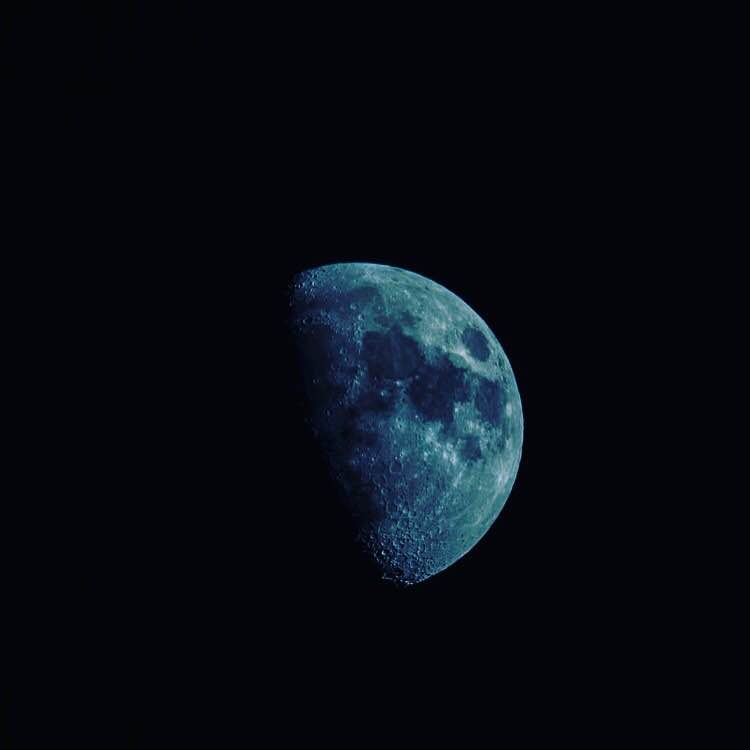 Blue moon, I see you standing alone.