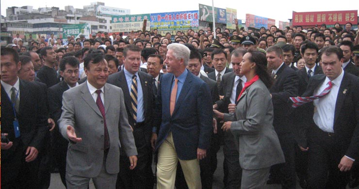 Bill Clinton greeting the people of Urumqi