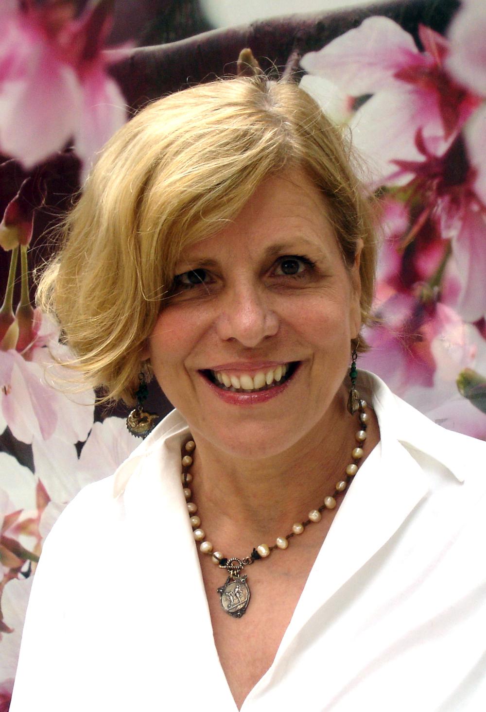 香莎莉女士,智星教育咨询董事长,曾在哈佛大学担任了21年的高级招生官员